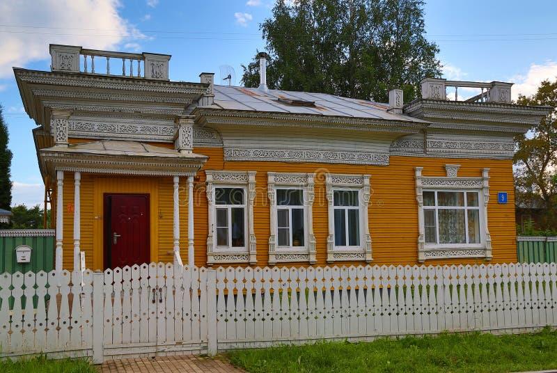 Camera con la palizzata scolpita in Vologda immagine stock libera da diritti