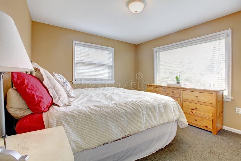 Camera da letto accogliente calda fotografia stock immagine di americano beige 38412632 - Camera da letto beige ...
