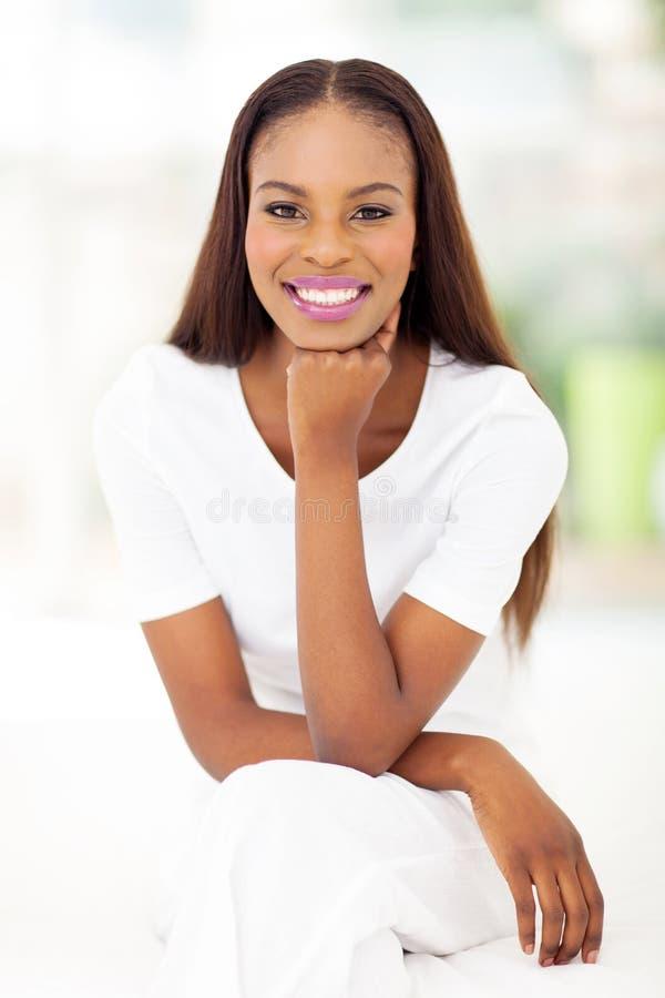 Camera da letto afroamericana della donna immagini stock libere da diritti