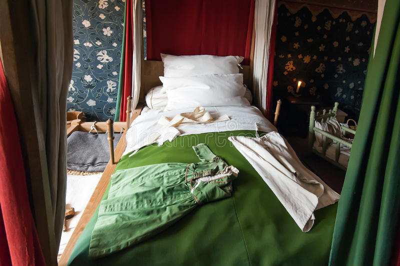 camera da letto antica fotografie stock - immagine: 31326353 - Camera Da Letto Antica Prezzi