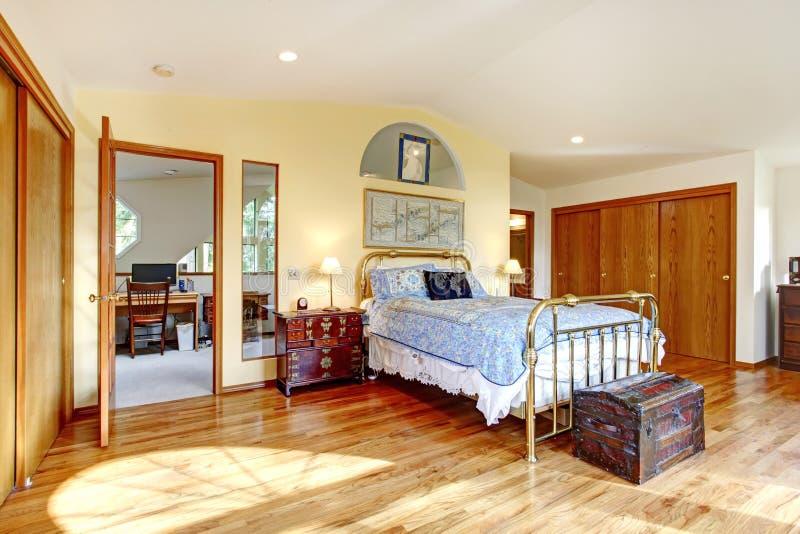 camera da letto antica della campagna di stile fotografia