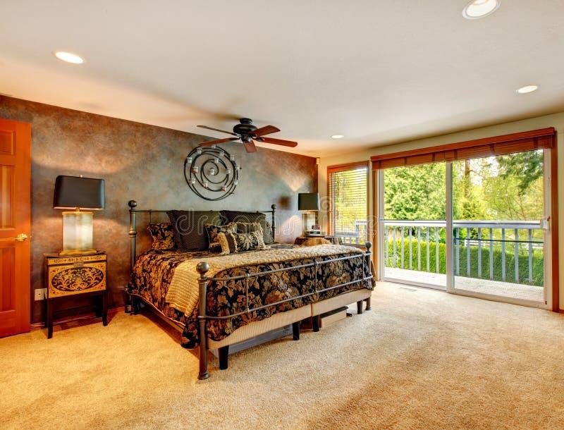 Camera da letto antica elegante con la piattaforma dell 39 uscire in segno di disapprovazione - Camera da letto grande ...