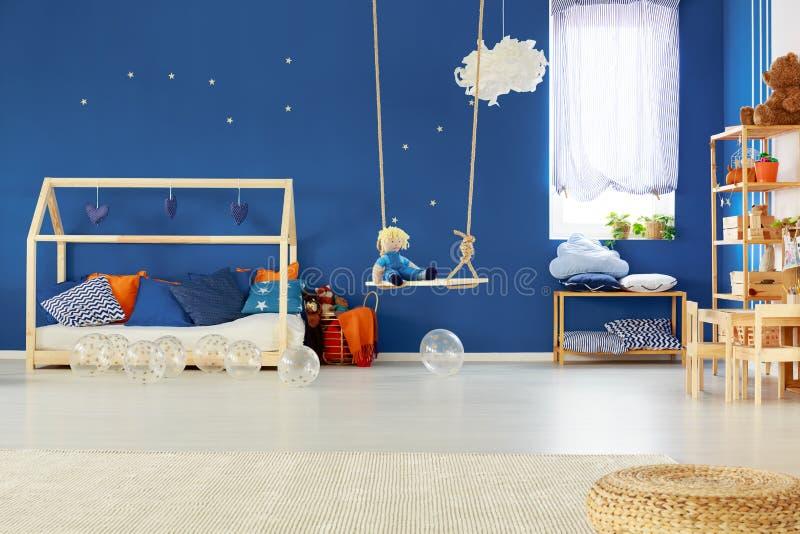 Camera da letto con oscillazione fotografia stock