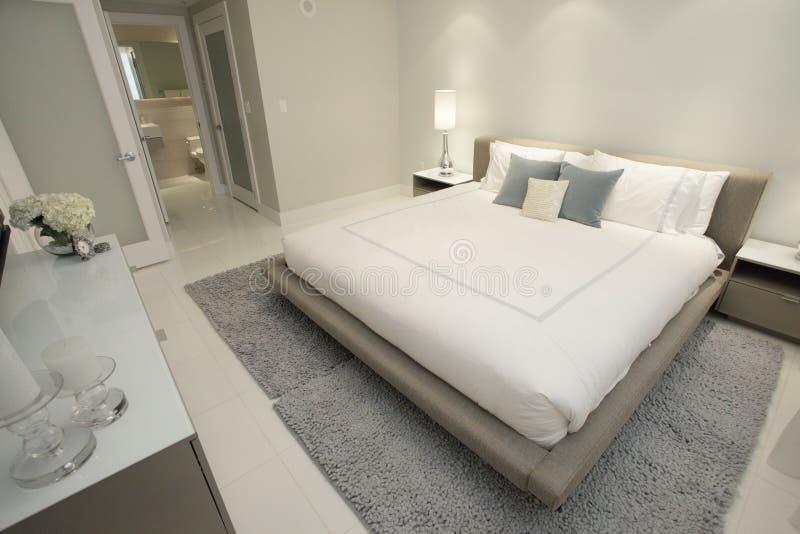 Camera da letto contemporanea fotografia stock immagine di granaio residenza 14414880 - Camera da letto contemporanea ...