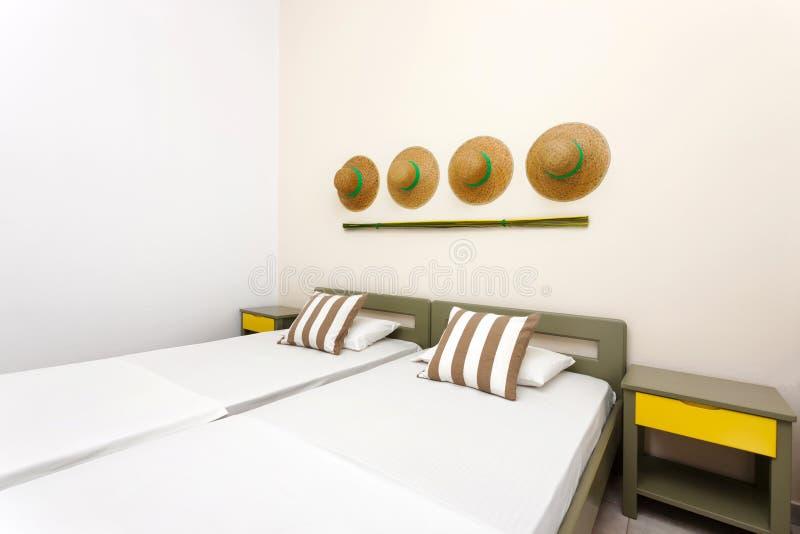 Camera da letto decorata moderna fotografia stock libera da diritti
