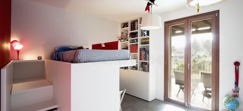Camera da letto del bambino con il letto di cuccetta fotografia stock