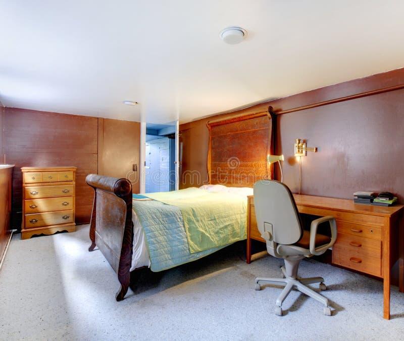 Camera da letto del brown con moquette grigia e la grande - Camera da letto grigia ...