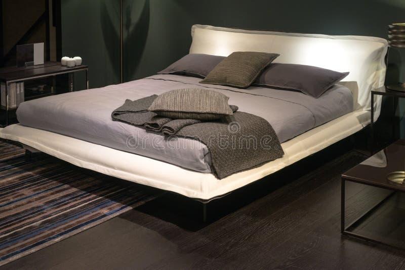 Camera da letto dell 39 albergo di lusso immagine stock - Camera da letto di lusso ...