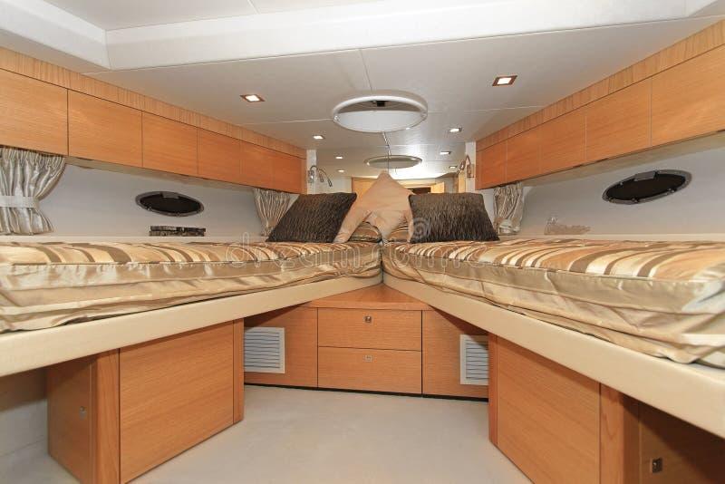 Download Camera da letto dell'yacht immagine stock. Immagine di interno - 30827077