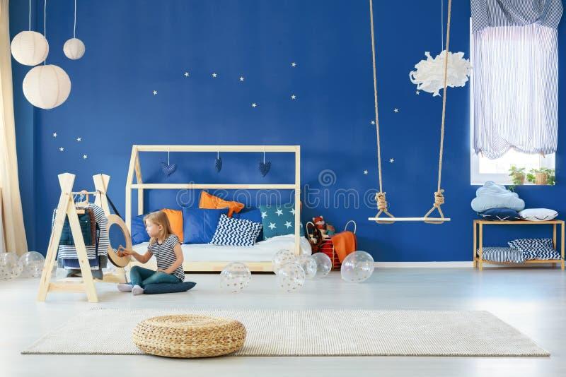 Camera da letto della stella con oscillazione fotografia stock libera da diritti