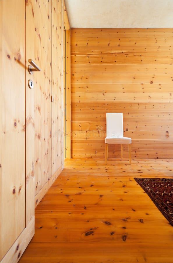 Camera da letto di legno fotografia stock immagine di - Letto moderno legno ...