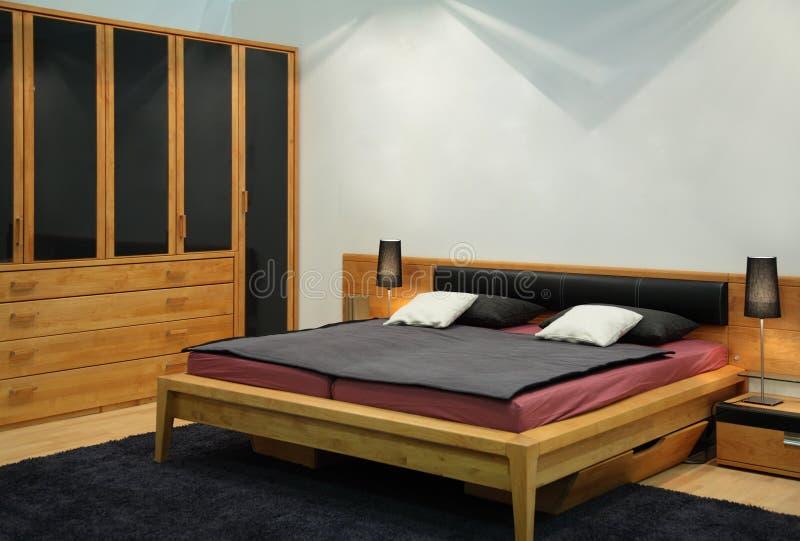 Camera da letto di legno fotografia stock