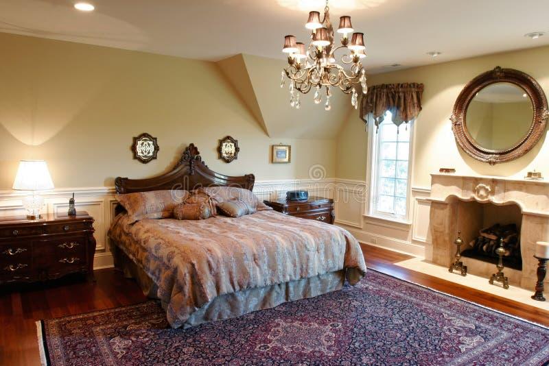 Camera da letto di lusso fotografia stock. Immagine di interno - 5337988