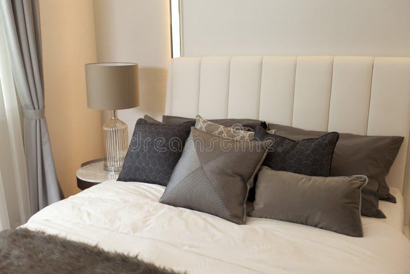 Camera da letto di lusso moderna immagini stock