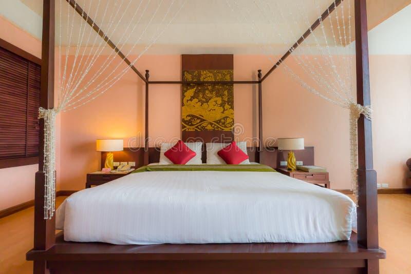 Camera da letto di lusso moderna fotografie stock