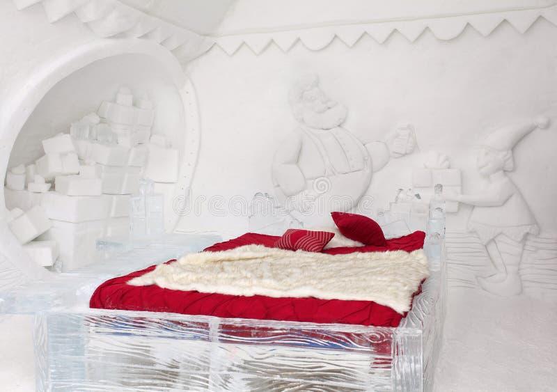 Camera da letto di Santa Claus l'hotel del ghiaccio in Quebec fotografie stock libere da diritti