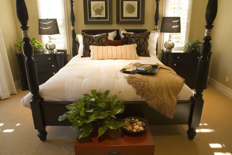 Camera da letto domestica di lusso. fotografia stock libera da diritti