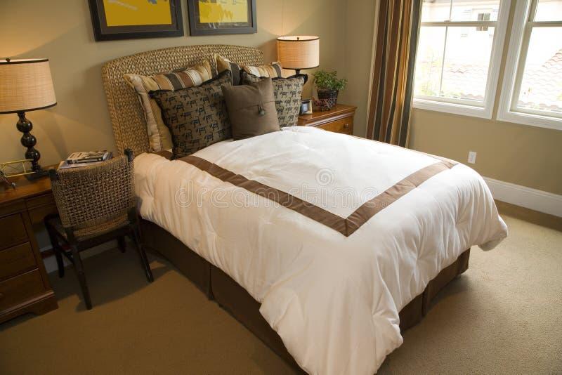 Camera da letto domestica di lusso immagine stock for Mobilia domestica