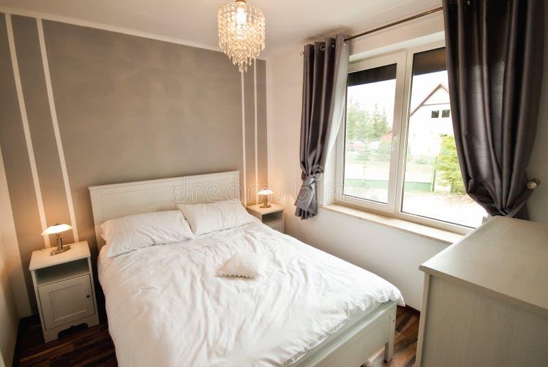 Camere da letto eleganti arredare camera da letto piccola - Camere da letto eleganti ...