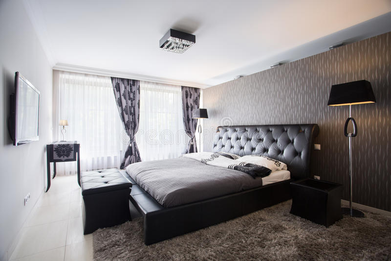 Camera da letto esclusiva in palazzo di lusso fotografie stock libere da diritti