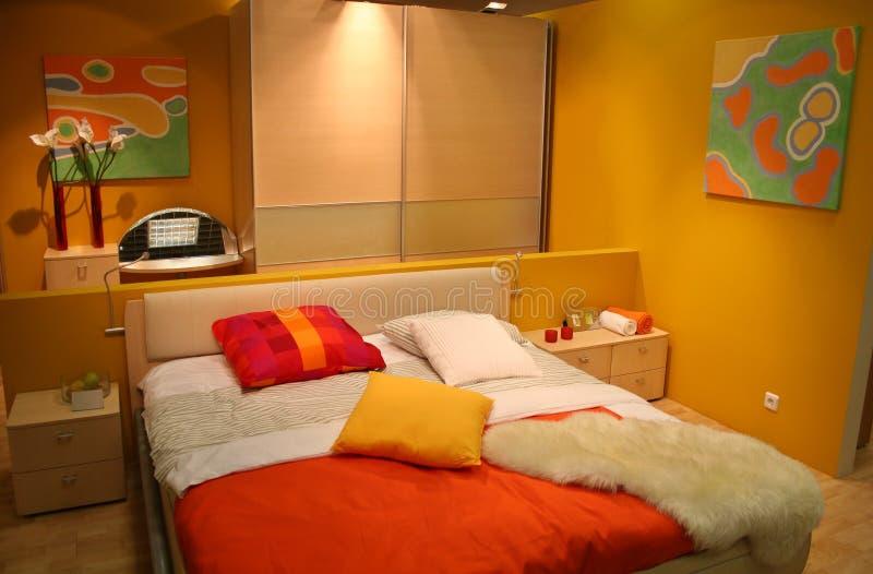 Camera da letto gialla fotografie stock libere da diritti