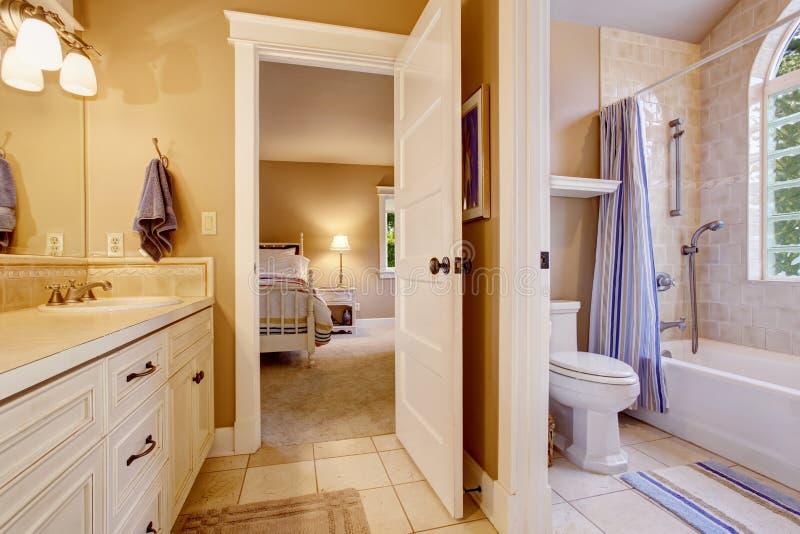 Camera da letto con piastrelle sul pavimento ispirazioni idee