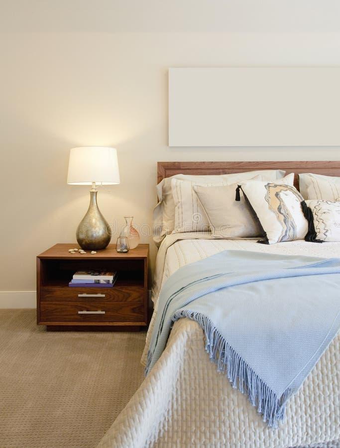 Camera da letto lussuosa fotografie stock