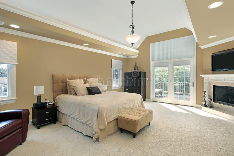 Camera da letto matrice con il camino fotografia stock