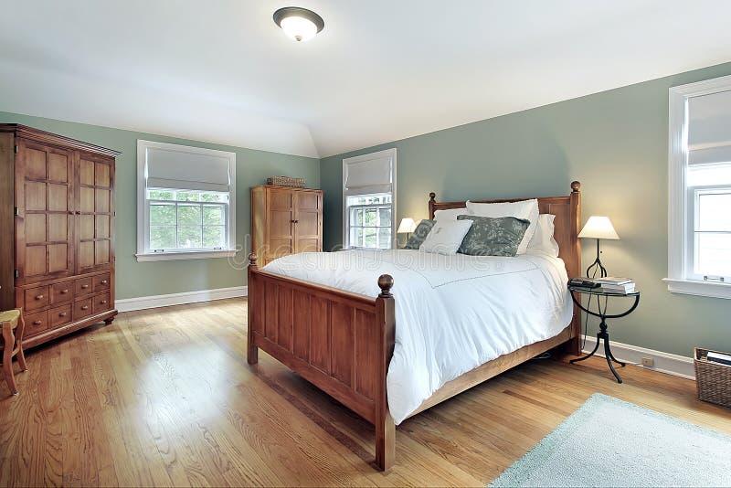 Camera da letto matrice con la mobilia di legno di quercia fotografia stock