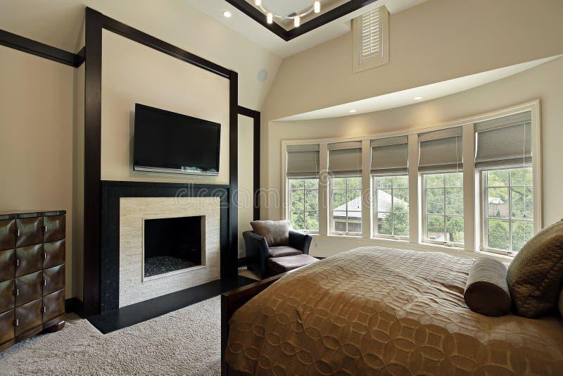 Camera da letto matrice con la parete delle finestre fotografie stock libere da diritti