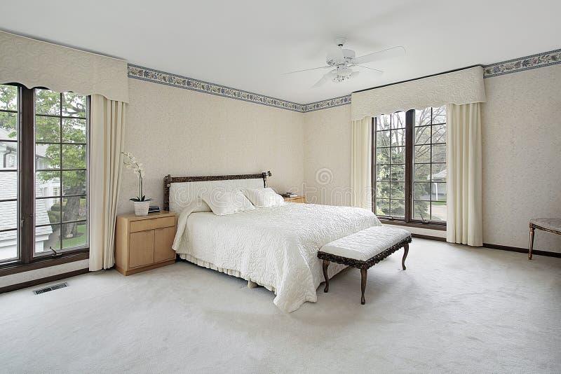 Camera da letto matrice con le finestre di legno del testo fisso immagine stock