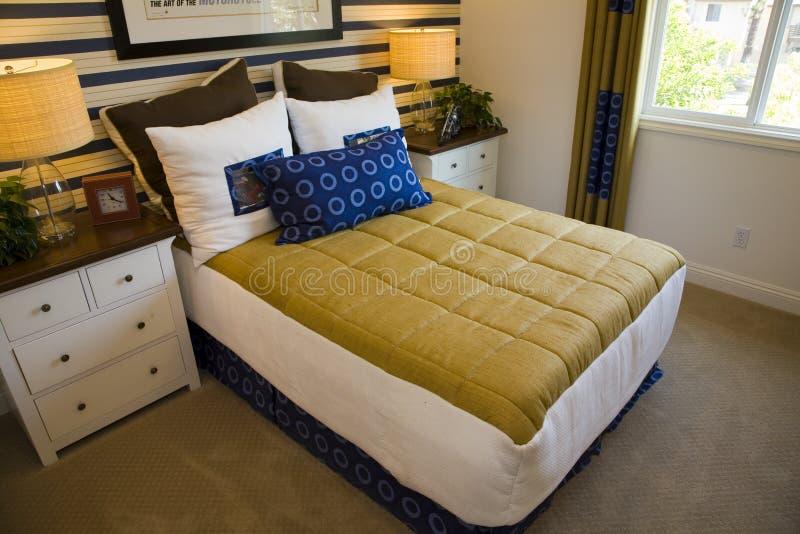 Camera da letto moderna del progettista. fotografie stock libere da diritti