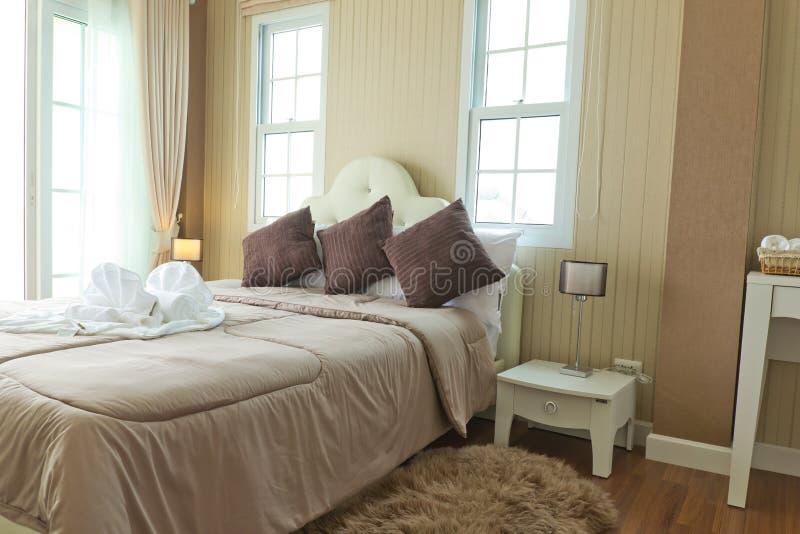 Camera da letto moderna di lusso. immagini stock libere da diritti