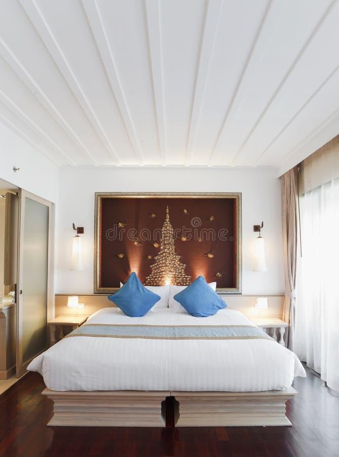 Camera da letto orientale fotografia stock. Immagine di trapunta ...