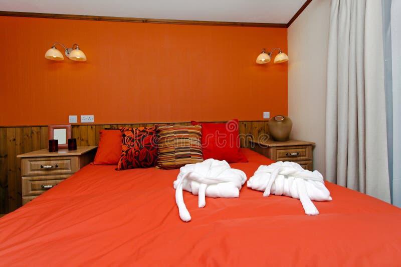 Camera da letto rossa fotografia stock. Immagine di stanza - 18755590