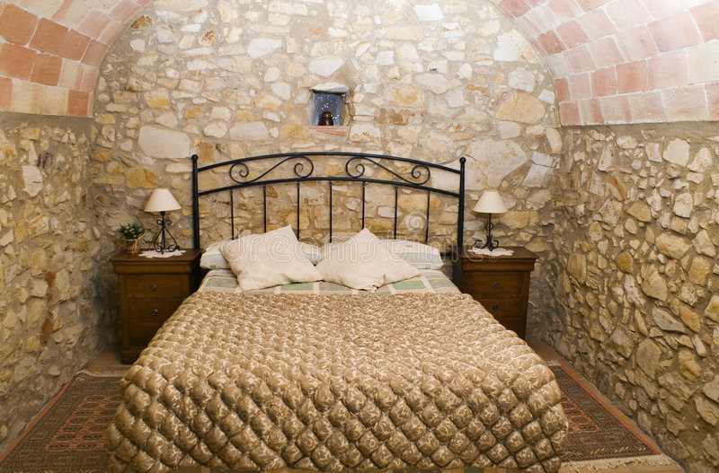 Camera da letto rustica immagine stock. Immagine di quiet - 4241287