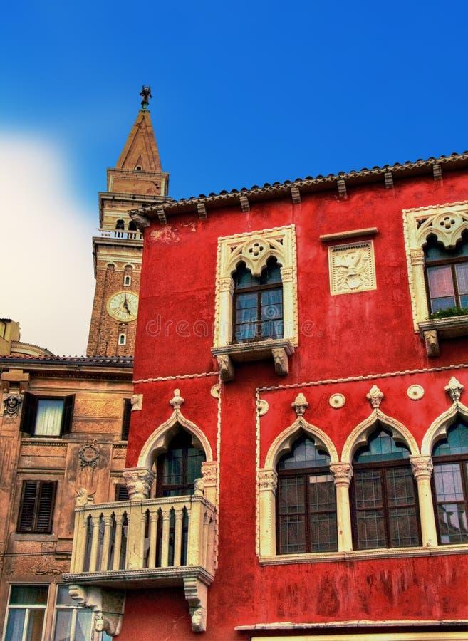 Camera della Slovenia Piran e torretta di Bell veneziane immagini stock libere da diritti