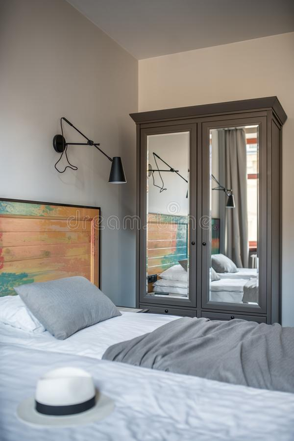 Camera di albergo alla moda fotografie stock libere da diritti