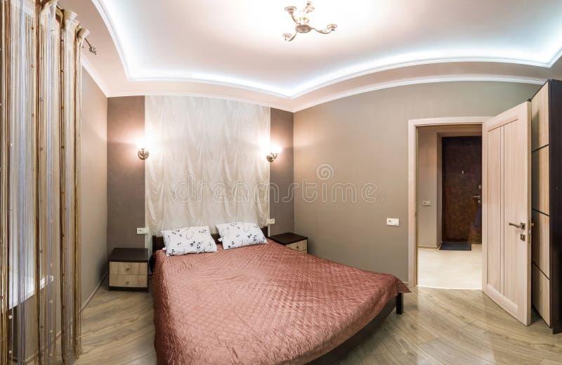 Camera di albergo di panorama piccola camera da letto con - Letto matrimoniale piccolo ...
