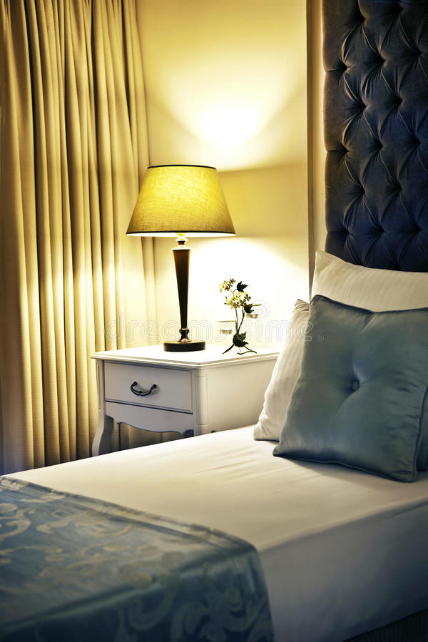 Camera di albergo o camera da letto fotografie stock