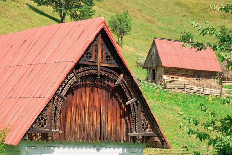 Camera di legno tradizionale in Romania fotografia stock