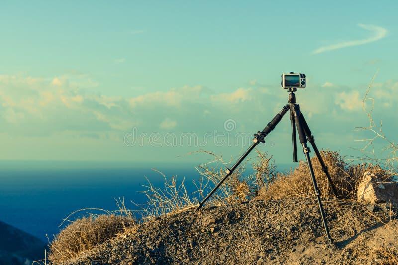 Camera die beeldfilm van overzeese kust nemen stock fotografie