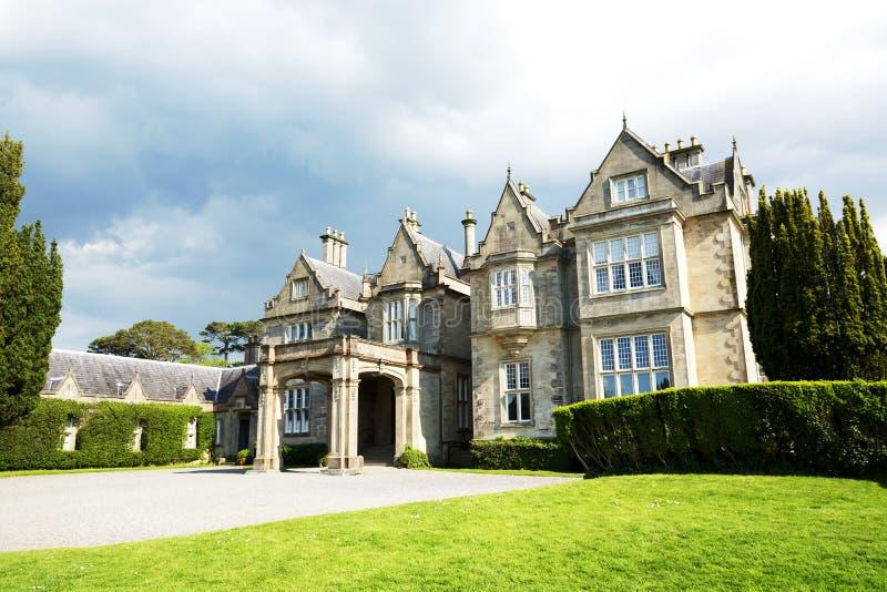 Camera e giardino di Muckross Parco nazionale di Killarney, Irlanda Kerry Country immagine stock