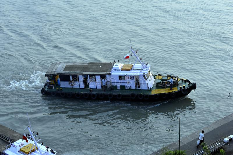 Camera e pilota Boat fotografie stock