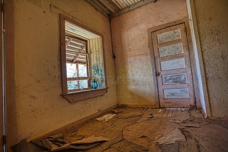 Camera estraente abbandonata città fantasma spaventosa alla miniera dell'avvoltoio fotografia stock libera da diritti