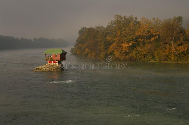Camera in fiume Drina vicino a Bajina Basta, Serbia occidentale immagine stock libera da diritti