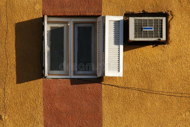 Download Camera gialla fotografia stock. Immagine di habitation - 450134