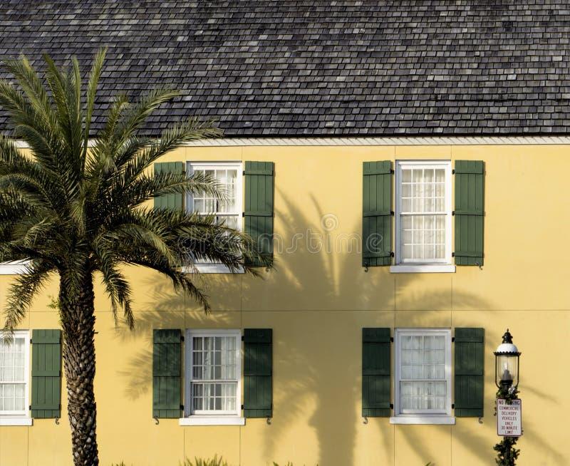 Camera gialla antiquata in san Augustine Florida immagini stock