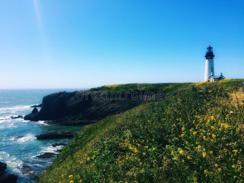 Camera leggera sulla scogliera dell'Oregon fotografia stock