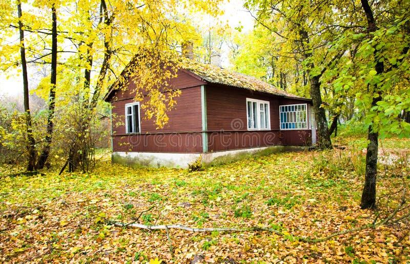 Camera in legno (autunno) immagini stock libere da diritti